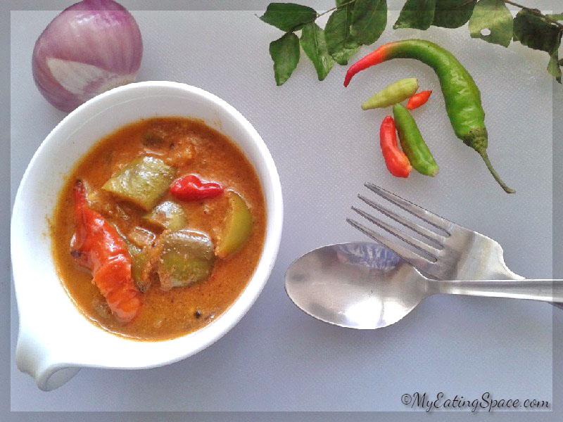 Burnt eggplant curry, Brinjal theeyal, Vazhuthananga theeyal, Kerala side dishes, Kerala curry recipes, Onam recipes