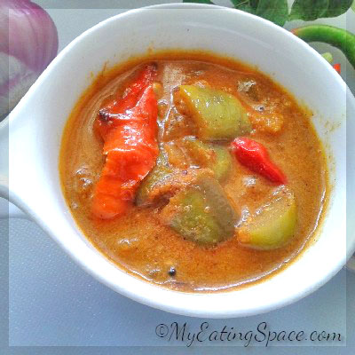 Vazhuthananga theeyal, brinjal theeyal. easy side dish, Kerala recipes, delicious curry
