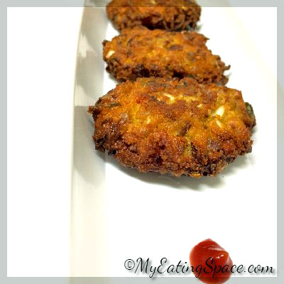Make a spicy, gluten-free and healthy snack or appetizer with cabbage and chickpea flour, Spicy Cabbage fritters.