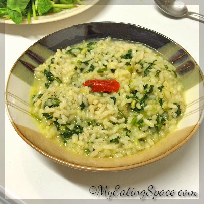 Congee rice porridge is the best ever comfort food for all the time. Also known as kanji in Malayalam, this is the favorite porridge of every Keralite. The rice gruel when mixed with spinach increases its nutritional benefits.
