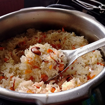 A quick and easy one pot veg biriyani in pressure cooker. This vegetable biryani makes cooking life easy during busy days as they are great for lunch-box.